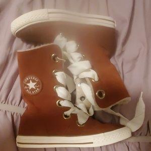 NWOB Converse boots